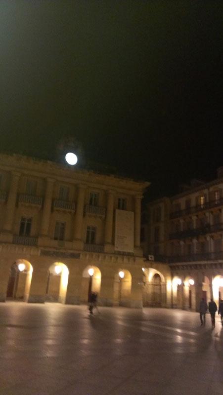lost_in_la_concha_plaza_constitucion_donostia_san_sebastian