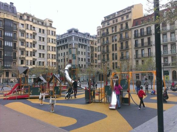 lost_in_la_concha_parque_columpios_donostia_san_sebastian